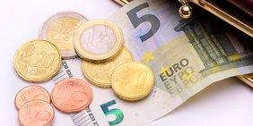 8,84 Euro Geldschein und Münzen
